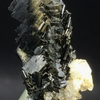 Aegirine With Calcite
