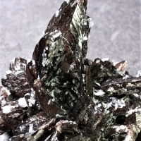 Axinite-(Mn) With Quartz