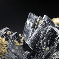 Ferberite Siderite Fluorapatite Pyrite & Muscovite