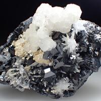 Sphalerite & Quartz & Calcite