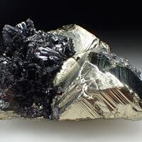 Hübnerite & Pyrite