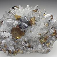 Scheelite & Quartz & Chalcopyrite
