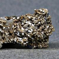 Rhabdophane-(Ce) Catapleiite Sérandite Kupletskite Albite & Gonnardite