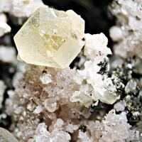 Calcite Ancylite-(Ce) & Arfvedsonite