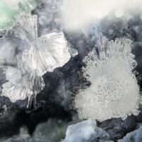 Nesquehonite & Nickelhexahydrite