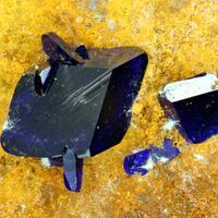 Agardite-(Y) Azurite