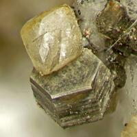 Cordylite-(Ce) With Rémondite-(Ce)