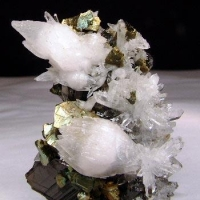 Sphalerite Manganoan Calcite & Chalcopyrite