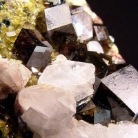 Calcite Andradite Clinochlore & Epidote