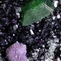 Chromian Titanite Amesite & Chamosite On Stichtite