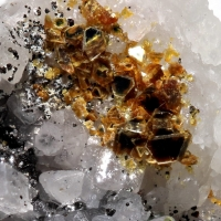 Iowaite Magnetite & Calcite