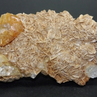 Scheelite Goshenite Quartz On Muscovite