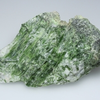 Chrome-Tremolite In Calcite