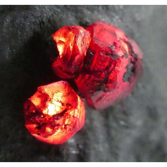 Almandine-Pyrope Series On Graphite
