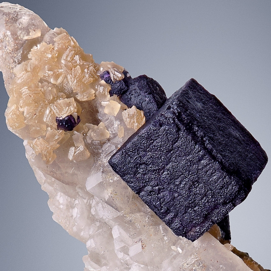 Fluorite & Scheelite On Quartz