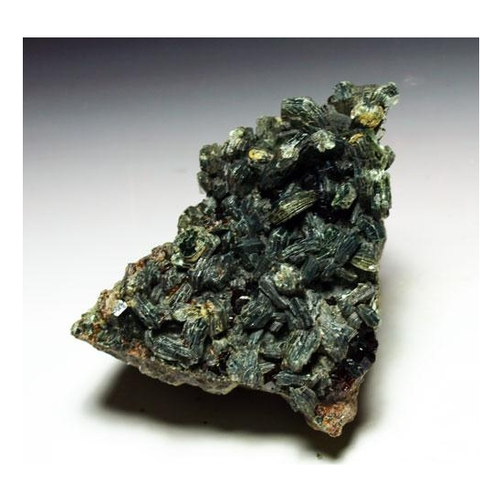 Clinochlore & Hessonite
