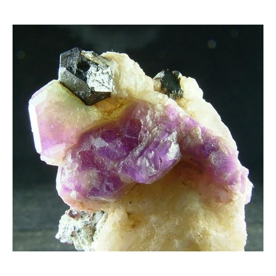 Hackmanite With Magnetite