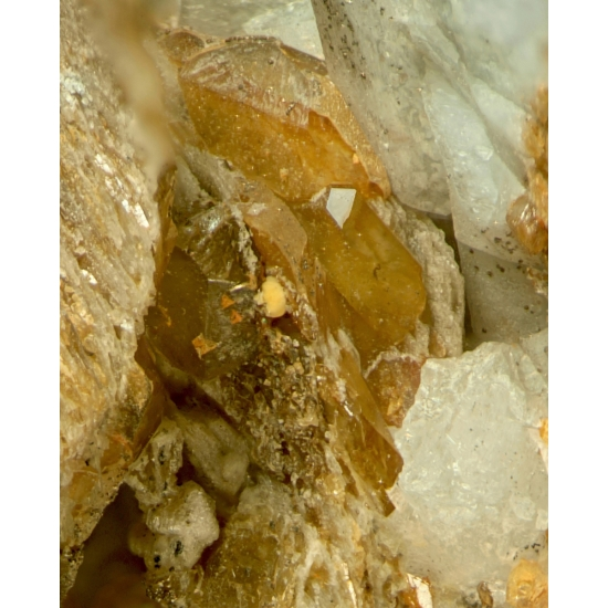 Columbite-(Fe) With Gobbinsite Gmelinite-Na Siderite & Muscovite