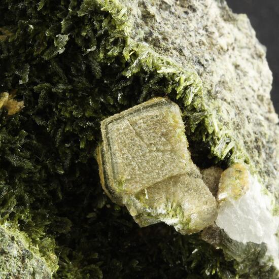 Clinozoisite Chalcopyrite & Calcite