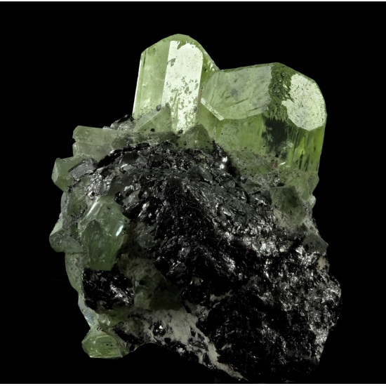 Chromian Diopside On Graphite