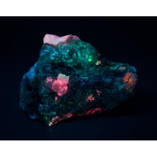 Tugtupite Sodalite Analcime Chkalovite & Natrolite