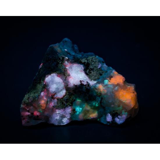 Tugtupite Sodalite Analcime Chkalovite Natrolite & Polylithionite