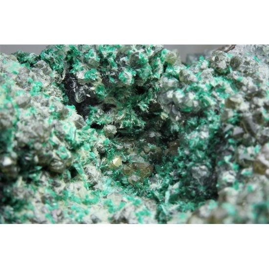 Powellite With Brochantite